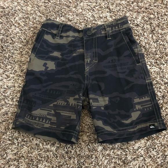 9212dc8589 Toddler boys size 2t Quiksilver shorts